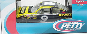 Marcos Ambrose #9 1/64th 2011 Lionel Stanley Tools Fusion