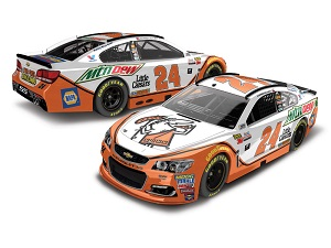 Chase Elliott #24 1/24th 2017 Lionel Mountain Dew Little Caesars Chevy SS