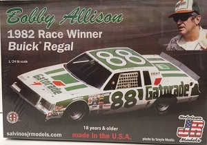 Bobby Allison #88 Gatorade 1982 Buick Regal race winner Salvinos JR Model kit