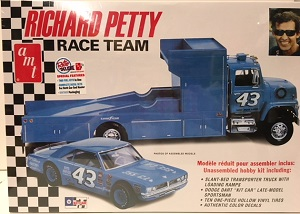 Richard Petty Race Team Dodge Dart/Ramp truck 1/25th AMT plastic model kit
